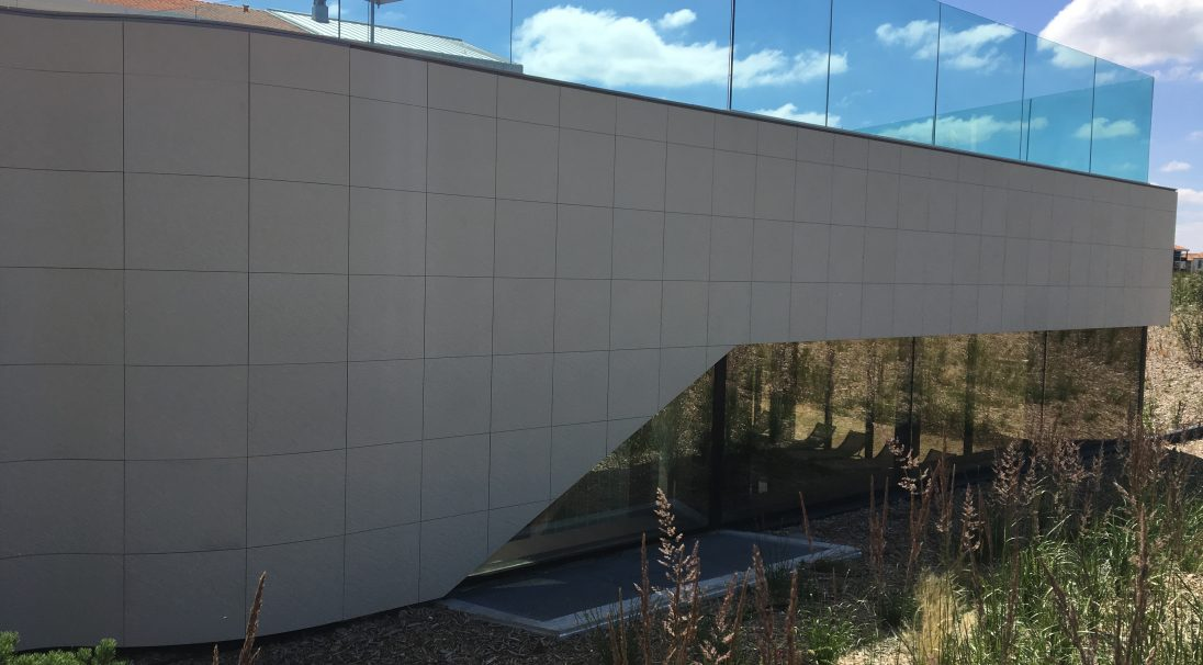 Location: Châtelaillon (France),  Architects: ABP, La Rochelle,  Construction type: renovation,  Installation system: wall cladding with subframe (CWS),  Product: RIVEN