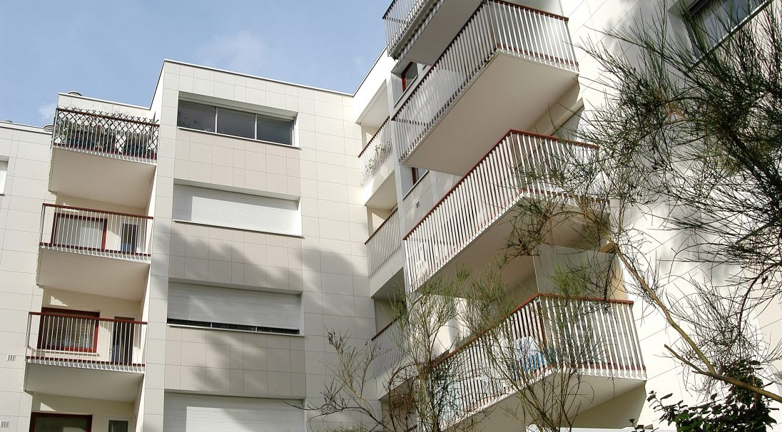 Location: La Baule (France),  Engineering: Socotec,  Construction type: renovation,  Installation system: wall cladding with subframe (CWS),  Product: RIVEN