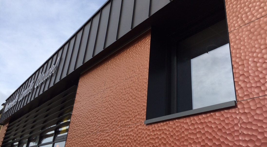 Location: Oissel (France),  Construction type: new build,  Installation system: wall cladding with backing structure (CWB),  Product: MOON (iridescent)
