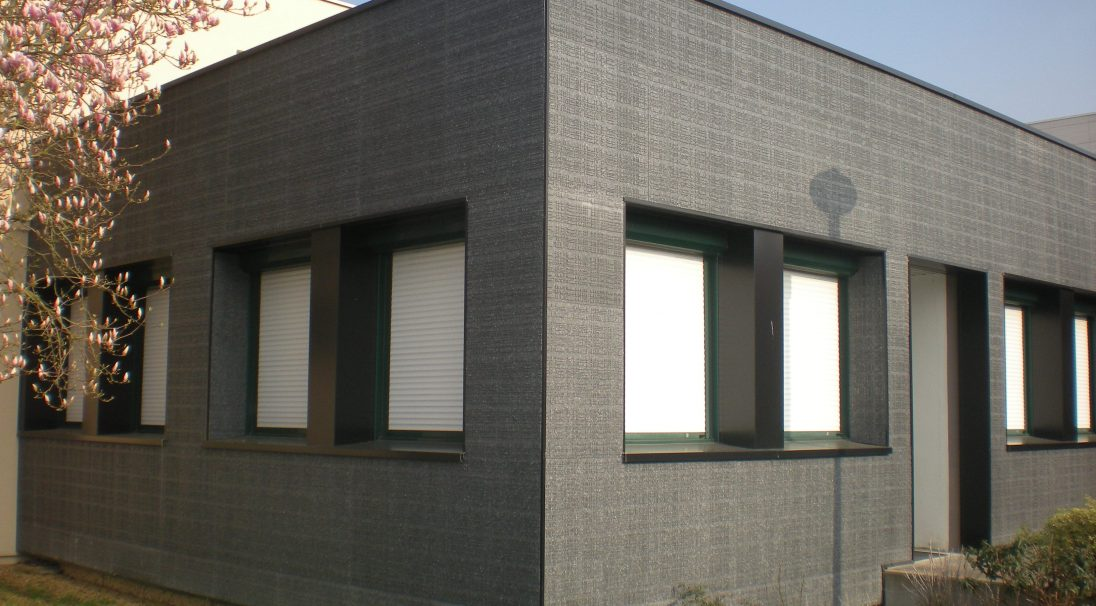 Location: Seiches-sur-le-Loir (France),  Construction type: renovation,  Installation systems: wall cladding with subframe (CWS) and without subframe (CWoS),  Product: URBA
