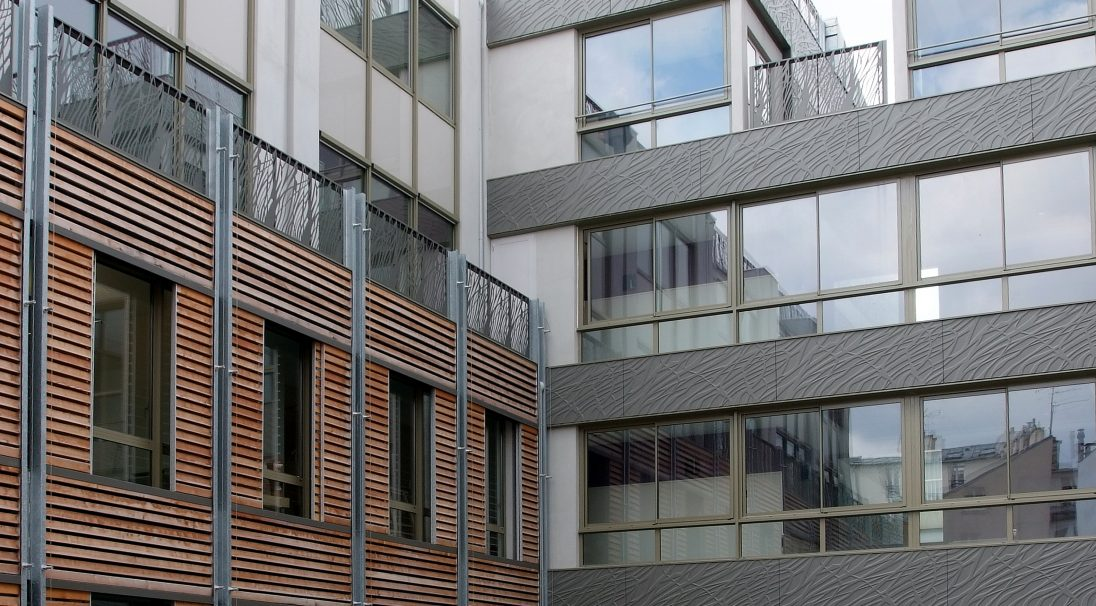 Location: Crozatier Street, Paris,  Architects: Fl. Bougnoux, J.-M. Fritz, D. Mangin, Seura architecture office,  Construction type: renovation,  Installation system: wall cladding with subframe (CWS),  Product: VEGETAL (Carea anchor facing)