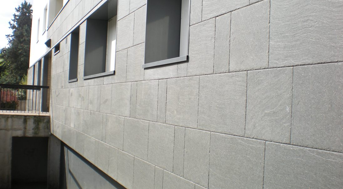 Location: Clamart (near Paris),  Construction type: renovation,  Installation system: wall cladding with subframe (CWS),  Products: PIERRE DE LOIRE & SCHISTE