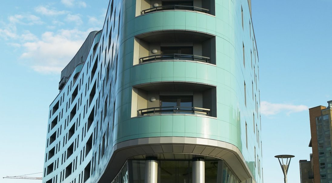 Location: Leeds,  Architect: Cary Jones,  Construction type: new build,  Installation system: wall cladding with subframe (CWS),  Products: GLOSSY, RHODES