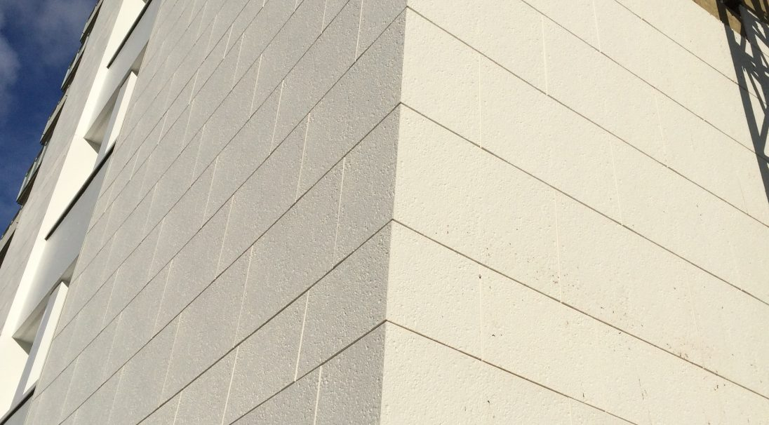 Location: Tours (France),  Architect: Groupe Arcane,  Construction type: renovation,  Installation system: wall cladding without backing structure (CWoB),  Product: PIERRE DU SUD