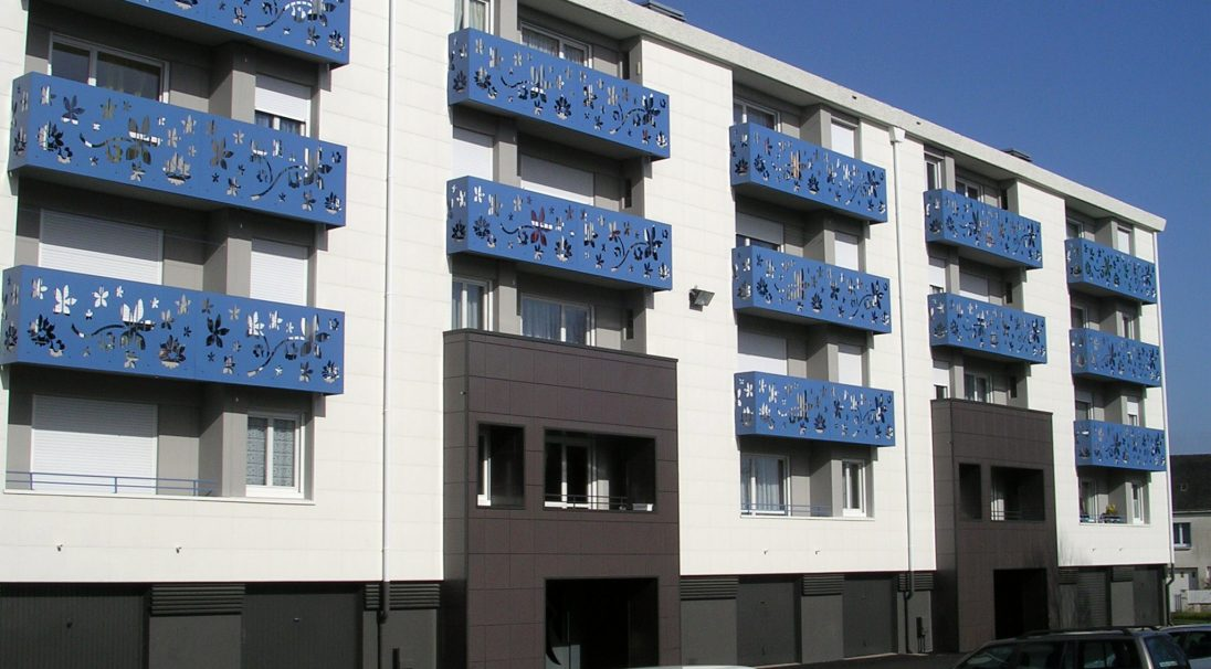 Location: Saint-Nazaire (France),  Construction type: renovation,  Installation system: wall cladding without subframe (CWoS),  Product: PIERRE DU SUD & MATT
