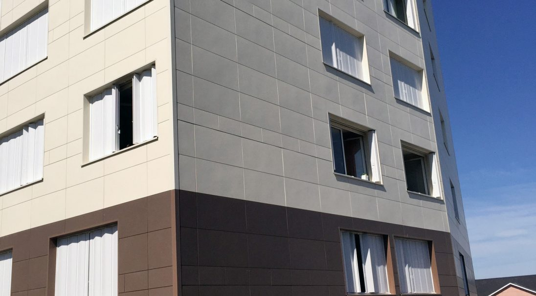Location: Le Mans (France),  Installation system: wall cladding without backing structure (CWoB),  Construction type: renovation,  Product: MATT